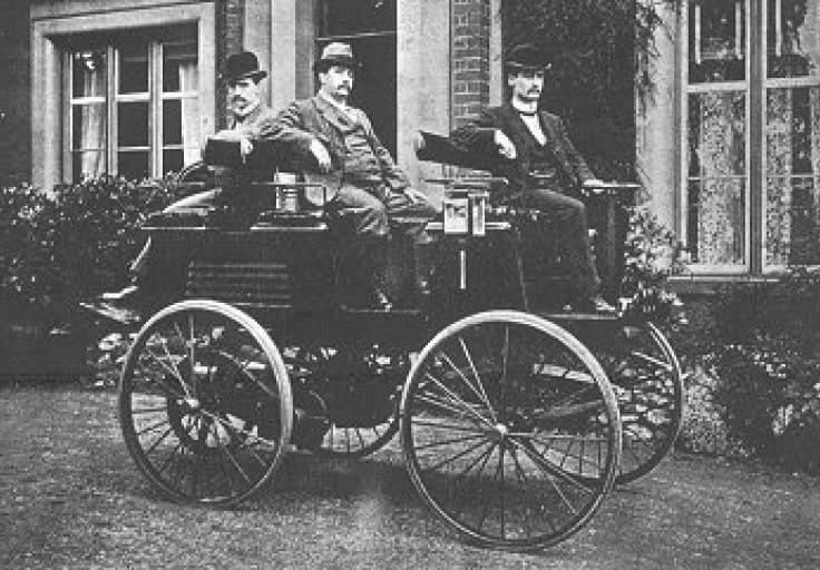 ¿Cuándo se fabricó el primer coche Tesla?